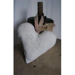 Coeur à suspendre | Damassé Blanc Monogrammes Fleuri P L | Lien beige à pois | Création Charme Romantique